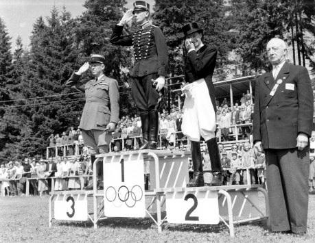 lis-hartel-1952-olympic-podium-19522